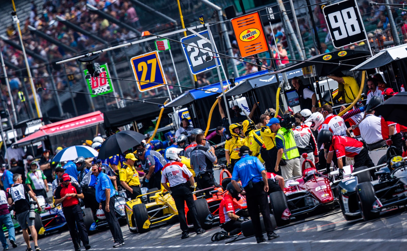 Pit lane during final 2019 Indy 500 practice