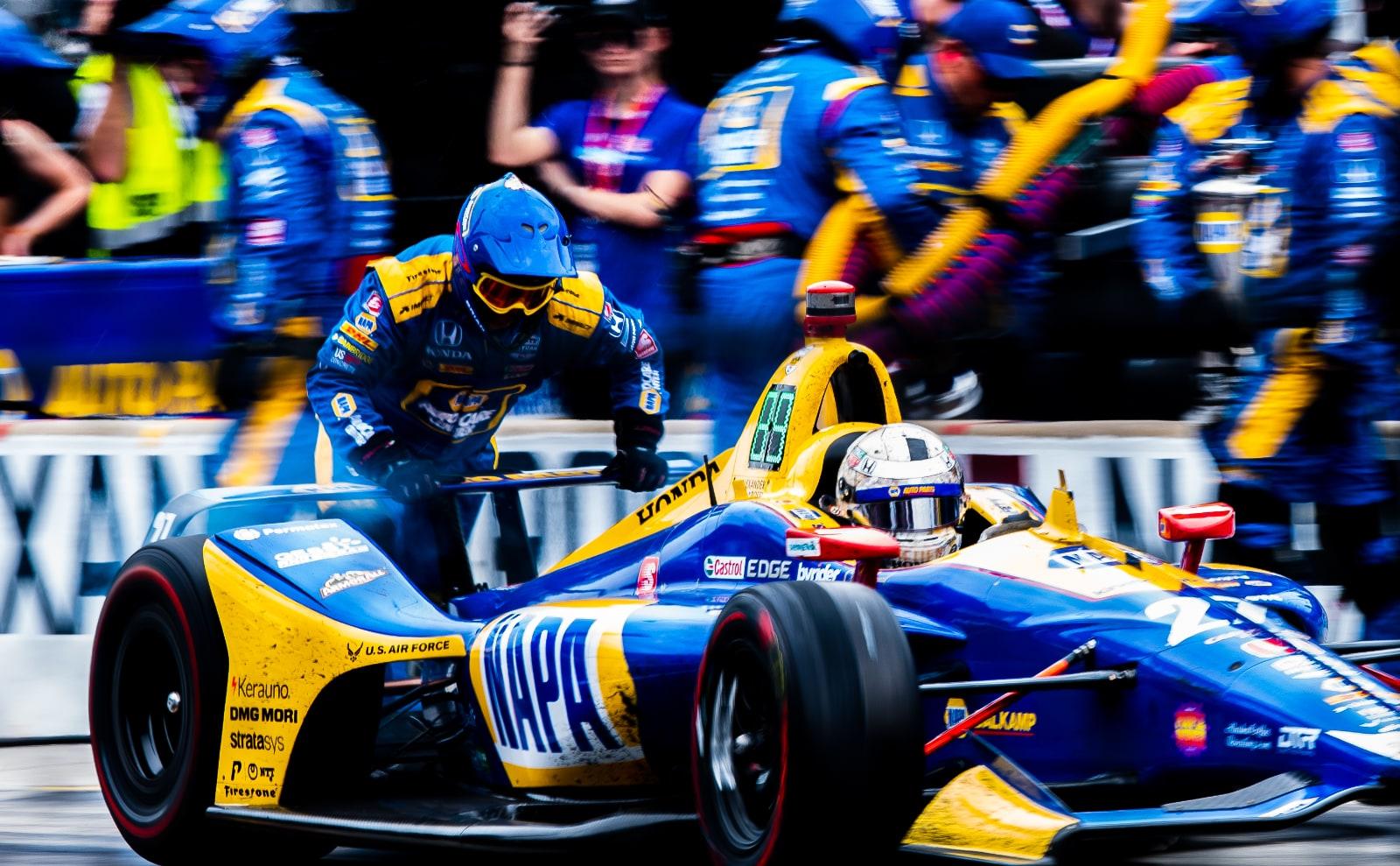 NAPA Andretti Autosport crew finish Rossi pit stop in 2019 Indy 500