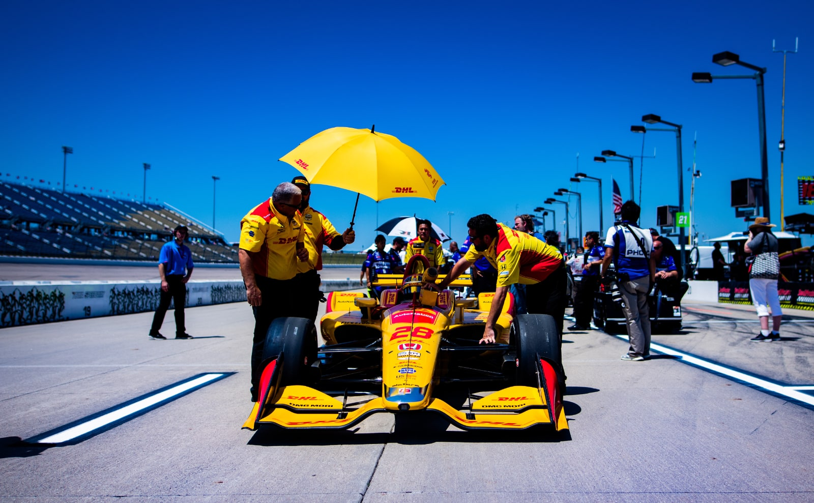 Hunter-Reay Indy car rolled on Iowa 300 pit lane